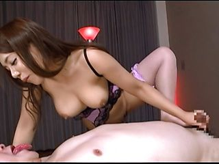 Mei Matsumoto perfect handjob during massage
