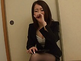 Kamihata Ichika enjoys sucking shaft picture 15