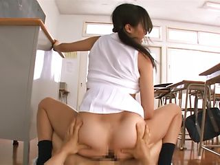 Horny Asian cutie Ai Yuzuki gets her twat teased with
