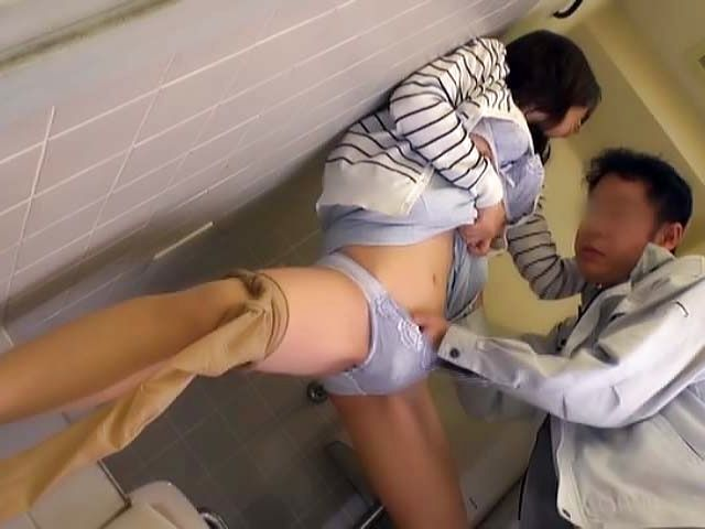 Luscious honey seduces and sucks a hung stud