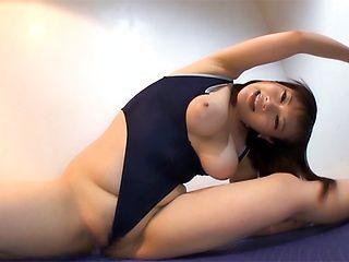 Hoshino Hibiki enjoys a superb solo girl action