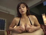 Miyabe Suzuka enjoys  a sensual body licking