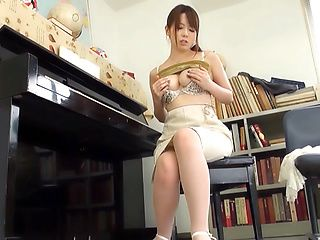 Hot Japanese milf Enjoys going solo