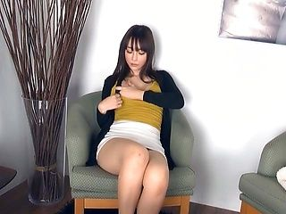Horny Asian babe drills her cunt with didlo