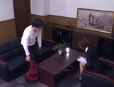 Short-haired office lady Akari Asahina gives her client a blowjob