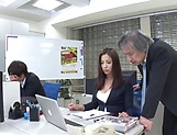 Sexy milf Mukai Ren gets nailed at the office picture 11
