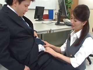 Mature Asian office babe gets fucked on break