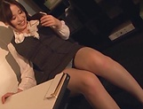 Kiriyama Anna fingers her twat as she gives head picture 6