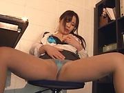 Kiriyama Anna fingers her twat as she gives head