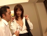 Japanese AV model gets laid with her boss for a raise picture 12