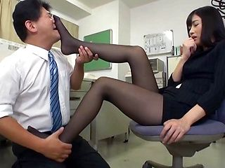 Rina Fukada arousing Japanese office lady gives hot foot job