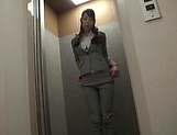 Mio Kayama fingers her pussy in the office