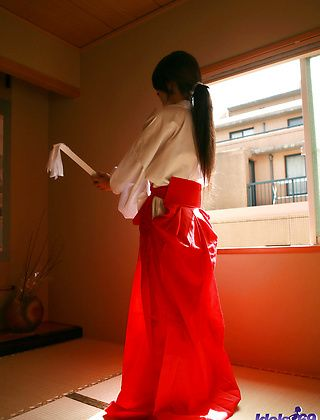 Seiko Yamaguchi Naughty Asian babe SHows Off Her Best Assets