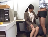 Hirose Yoko giving head at the office picture 6