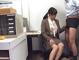 Hirose Yoko giving head at the office picture 7