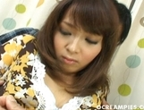 Neon Kanda Sexy Asian MILF Is A babe For A Good Looking Guy picture 12
