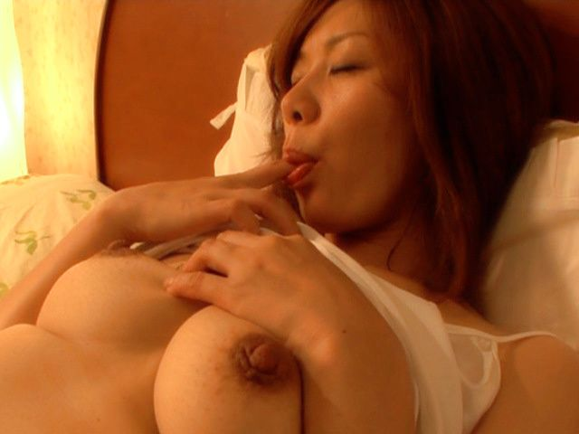 Japanese mature woman is masturbating