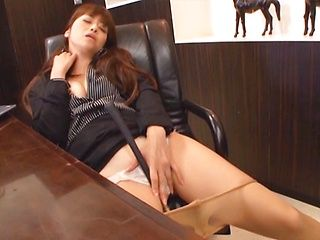 Maki Hokujo hot milf enjoys solo masturbation in the office