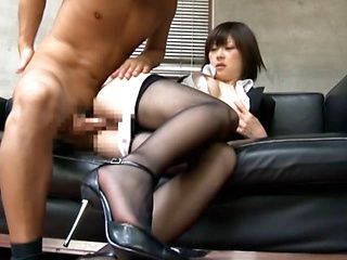 Boss Pulls Down A MILF?s Pantyhose To Bang Her Pussy