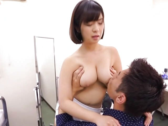 Wakaba Onoue horny Race queen gives an amazing foot job