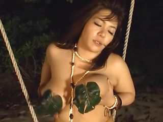 Mizuki Ann naughty Asian babe in outdoor masturbation