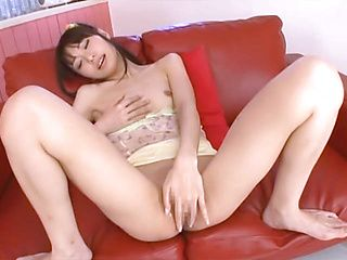 Arousing Minami Hirara finger fucking on cam
