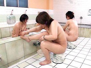 Juri Yamaguchi Naughty Asian model in public bath