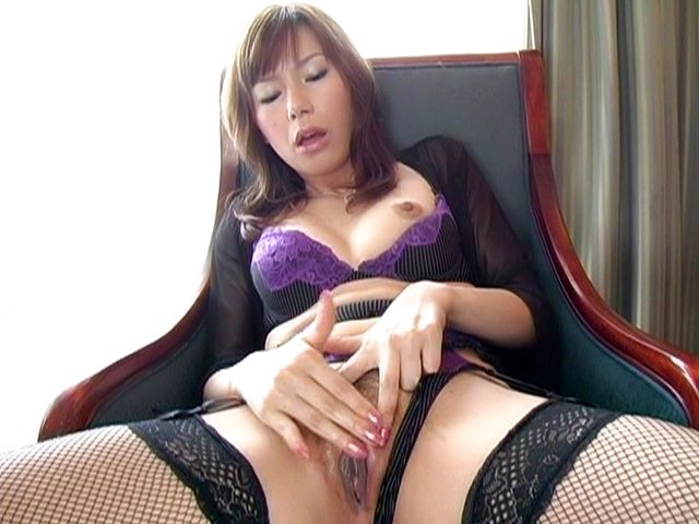 Miki Yamashiro Hot Japanese model is masturbating