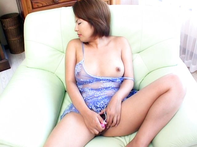 Rio Kurusu Japanese babe is masturbating
