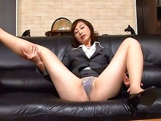 Mature Japanese office milf makes amazing handwork