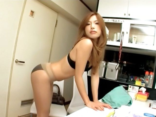 Karela Ariki is a sweet Japanese girl