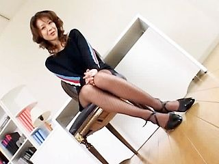 Japanese mature chick has amazing sex
