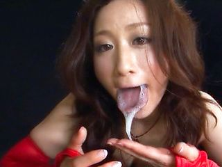 Hot Asian babe gives a good lesson of how to suck cock