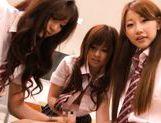 Kokomi Naruse, Hiyori Nanoka and Hinami Kawasumi share one cock in a foursome!