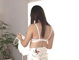 Maria Niinomi toys her wet muff erotically