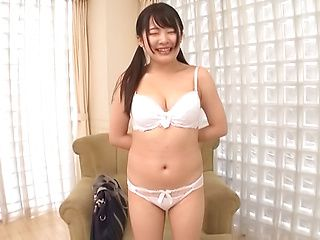 Sasaki Hina ,plays with her inviting cunt