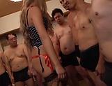 Sexy Hibiki flaunts her nice ass