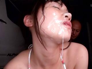 Ooshima Mio showcases her sexy body in a bikini