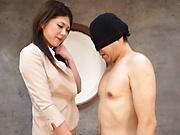 Hot milf, Torii Miki is into facesitting
