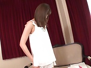 Kishi Yuuki enjoys a solo erotic teasing session