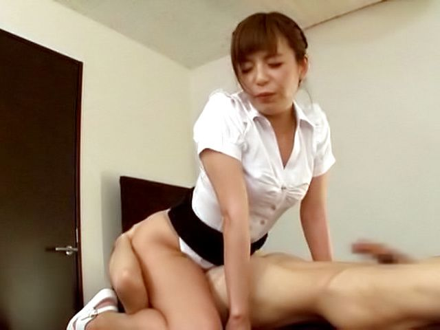 Japanese babe swallows cum after great blowjob