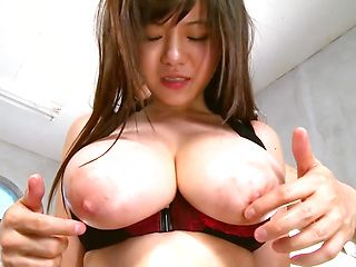 Active Japanese chick Kimino Natsu gets oiled up and banged