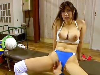 Asian honey shows her expertise in pleasing hard poles