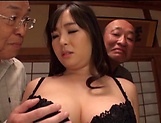 Nonami Shizuka pleasures multiple schlongs picture 5