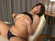 Solo girl masturbation session is on