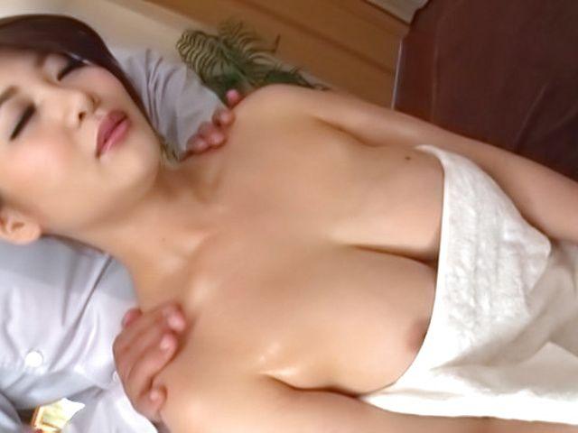 Ooshikawa Yuuri offers an insatiable tit fuck