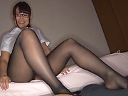 AV model in black pantyhose Kawane Kurumi gives a footjob
