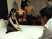 Tomita Yui asked friends for a gang bang