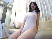 Sexy Oohara Suzu maturbates and sucks huge dick