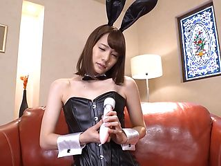 Suzumura Airi pleases in a cosplay scene